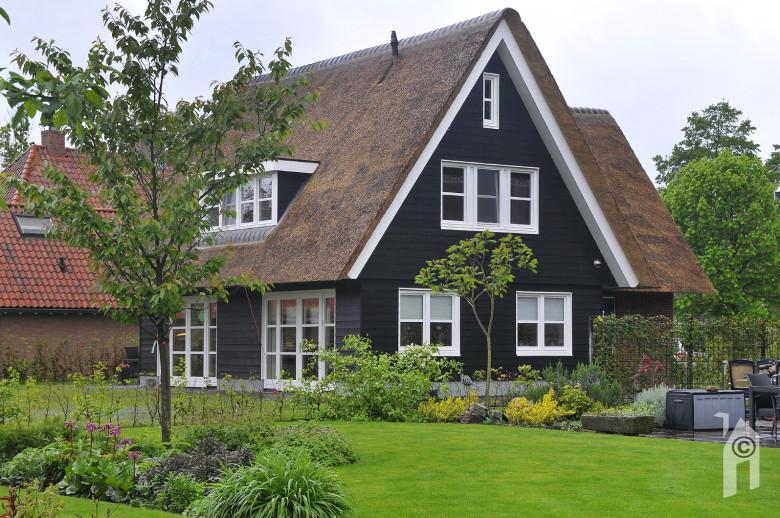 Presolid home een kat komt altijd op haar pootjes terecht - Meer mooie houten huizen ...