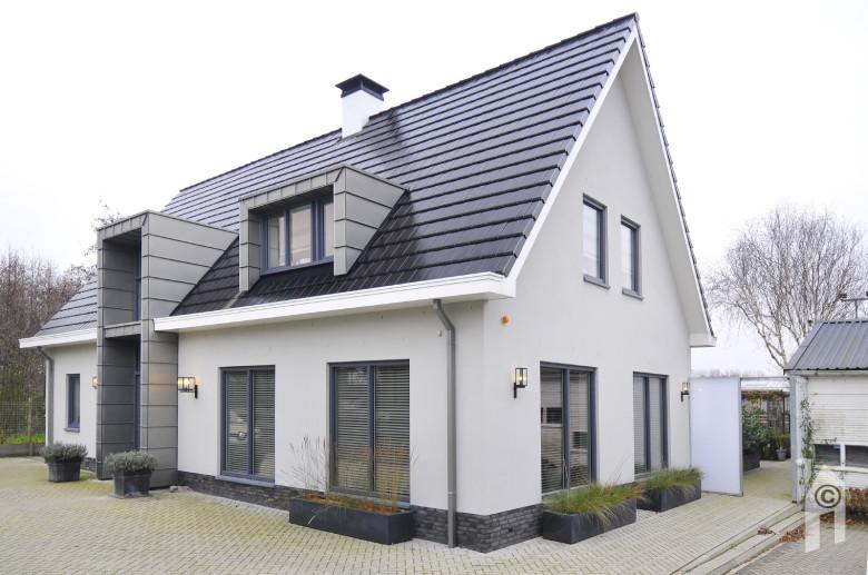 Natuur bij huis motorcycle review and galleries - Modern stenen huis ...