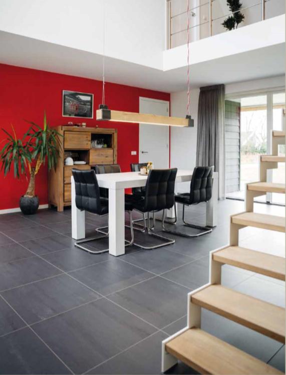 De woonkamer van een moderne schuurwoning